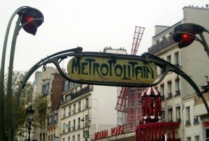 Metro Nahverkehr Moulin Rouge